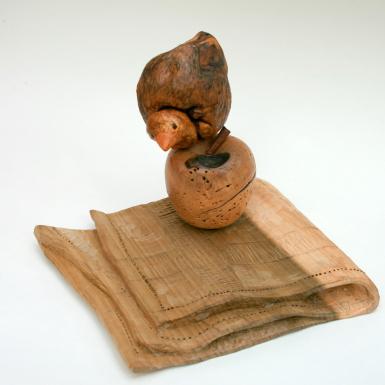 Carla Zaffaroni Scultura in legno di noce con nodo di castagno e frassino. Misure:  cm 23 x 20 x 17 Anno di realizzazione 2015
